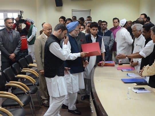 Manmohan Singh filing papers for Rahul Gandhi