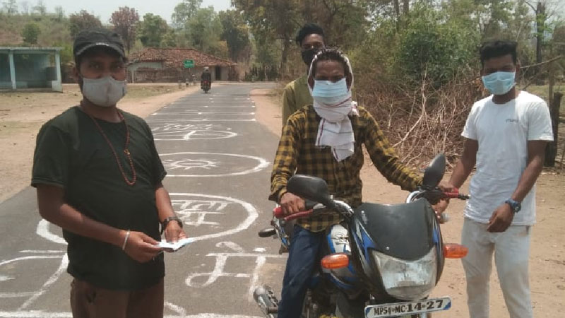 गाँव को कोरोना संक्रमण से बचानें ग्रामीणों ने लगाया जनता कर्फ्यू