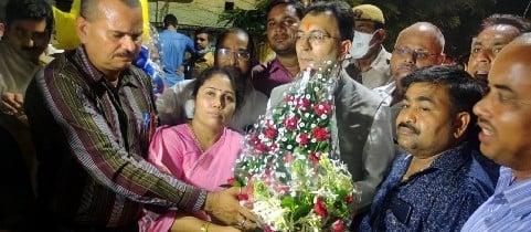 लखनऊ पहुंचे समर्थकों ने जितिन प्रसाद को दी बधाई।