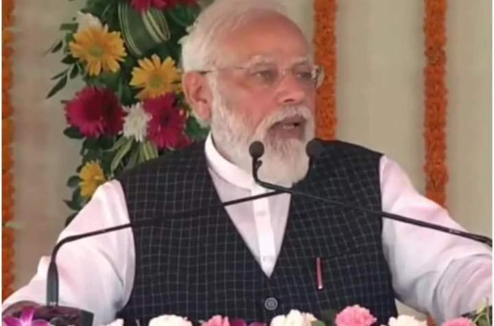 PM Modi in Varanasi: काशी को करोड़ों की सौगात...PM मोदी बोले- बाबा विश्वनाथ की कृपा से 100 करोड़ वैक्सीन का डोज