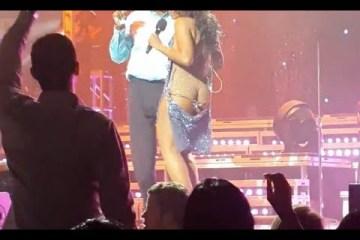 Toni Braxton descuida-se num concerto