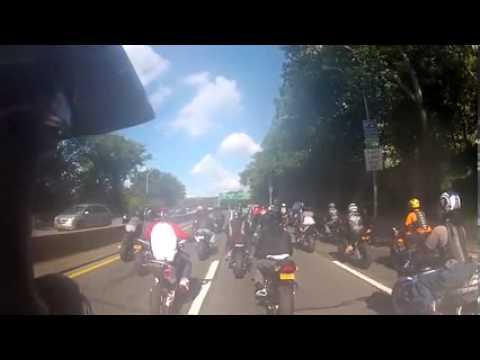 Range Rover atropela motards em Nova York e causa 1 morto