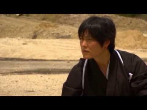 Samurai corta bala disparada na sua direcção com uma espada