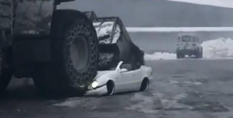 Empregado destrói Mercedes do patrão!