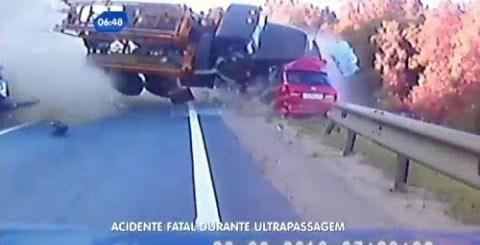 otorista de camião perde o controlo e o pior acontece