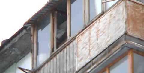Russo cai de 5 andares, sobrevive e volta a subir