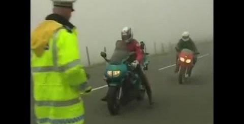 Policia provoca acidente ao mandar parar motard