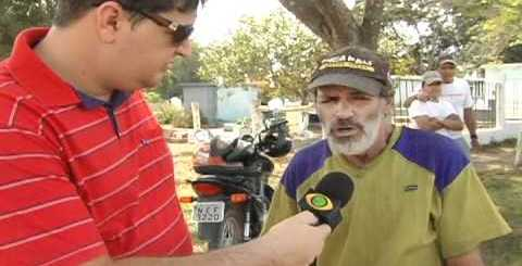 Repórter tenta entrevistar um mudo