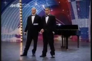 Homens surpreendem júri ao tocar piano com o pénis
