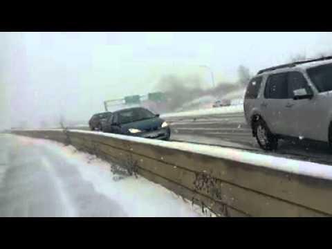 Acidente em auto estrada com 61 carros envolvidos