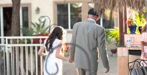Pai com cancro terminal encena casamento da filha para a levar ao altar