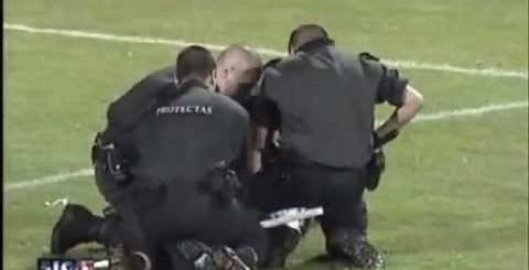 Policiais abusaram da autoridade e foram espancados!