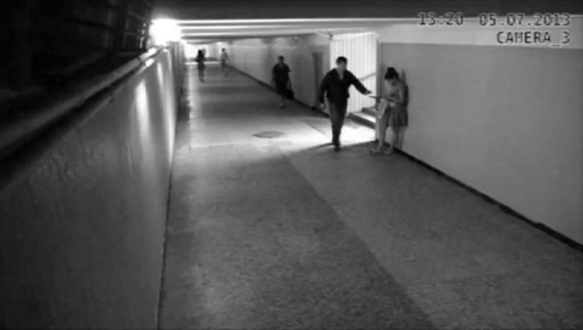 Rapariga deixa assaltante KO após tentativa de roubo