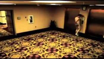 Hóspede de hotel fica fora do quarto nu e sem chave