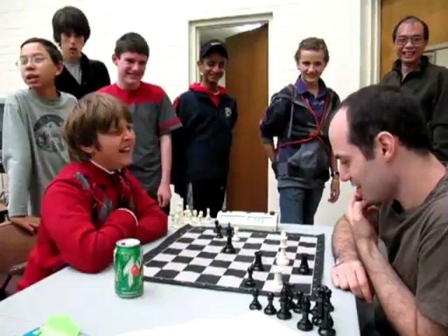 Miúdo de 10 anos bate mestre em partida épica de Xadrez
