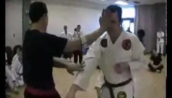 Professor aplica um KO