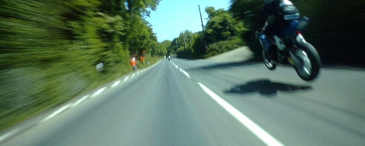 Corrida alucinante entre dois motociclistas