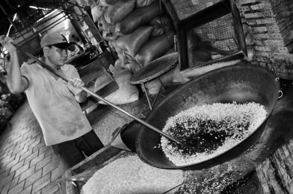Puffed rice making