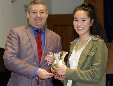 Tina Li receives Silver Pitcher from judge Peter Stoll