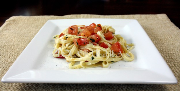 no-cook-tomato-sauce-recipe-lola-rugula