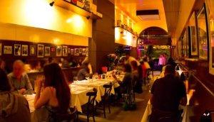 """Da série """"marquei bobeira e não tirei uma foto boa"""": o interior do restaurante (Foto extraída da Veja BH)."""