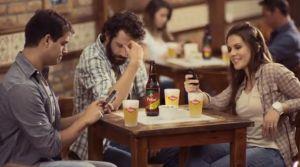 Reunião de amigos (Extraído da propaganda da cerveja Polar)