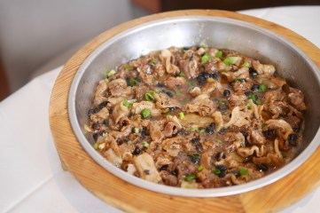 Apple pork with black bean