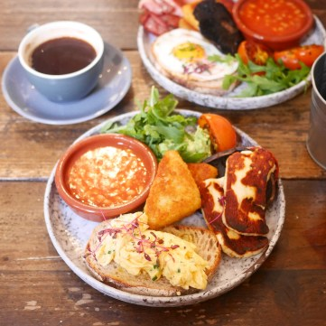 Vegetarian Full English Breakfast at Half Cup, Kings Cross London