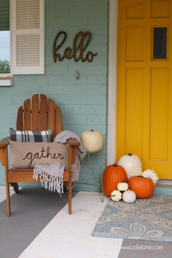 "Bright and cheery EASY fall porch decorating tips! Plus FREE fall printable ""Gather with a Grateful Heart"""