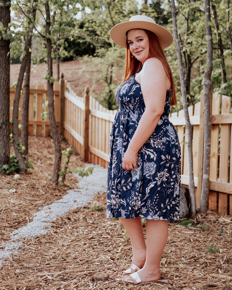curvy blogger @lolo_russell wearing navy floral summer dress from pink blush plus size women's collection