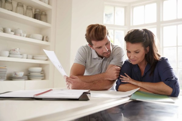 couple-looking-at-domestic-finances-at-home-mortgage-broker-NS