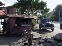 El kiosko de Armando Duran ,en una esquina de la terminal de sagua