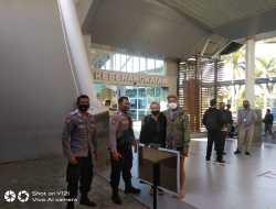 Polisi Dampingi WNA Depresi Terbang