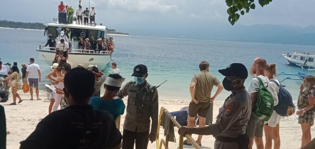 Cegah Covid-19, Wisatawan Yang Masuk Ke Gili Diperiksa