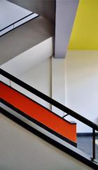 foto-a-staircase-at-bauhaus-school-of-art-and-design-dessau-germany