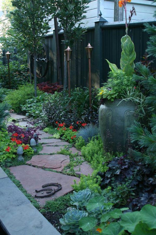 narrow side garden http