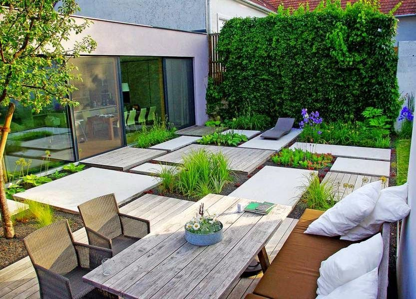 Do You Want To Live In An Ultra Modern House With Fascinating Minimalist Garden Ideas Http Lomets Com