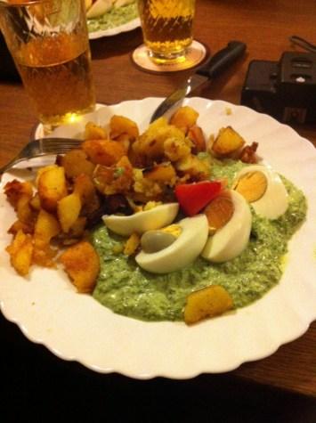 Ebbelwoi und Grie Soß (Apfelwein und grüne Soße)