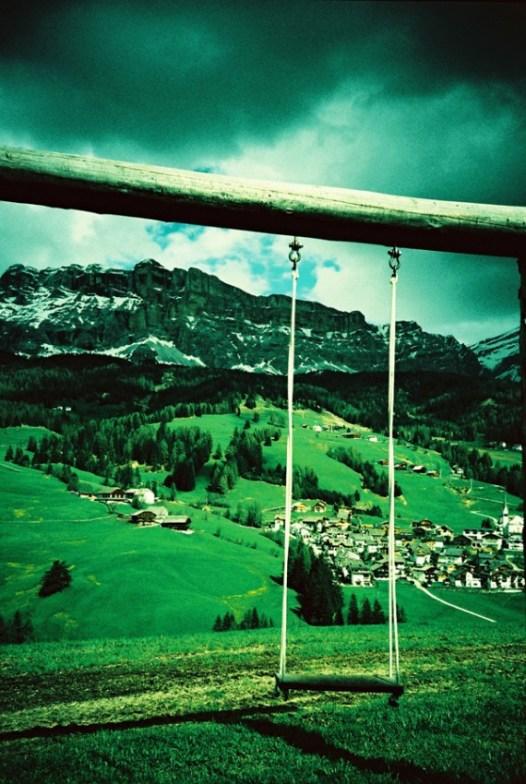 Blick von Chi Prà ins Tal/Abtei und auf die Dolomiten