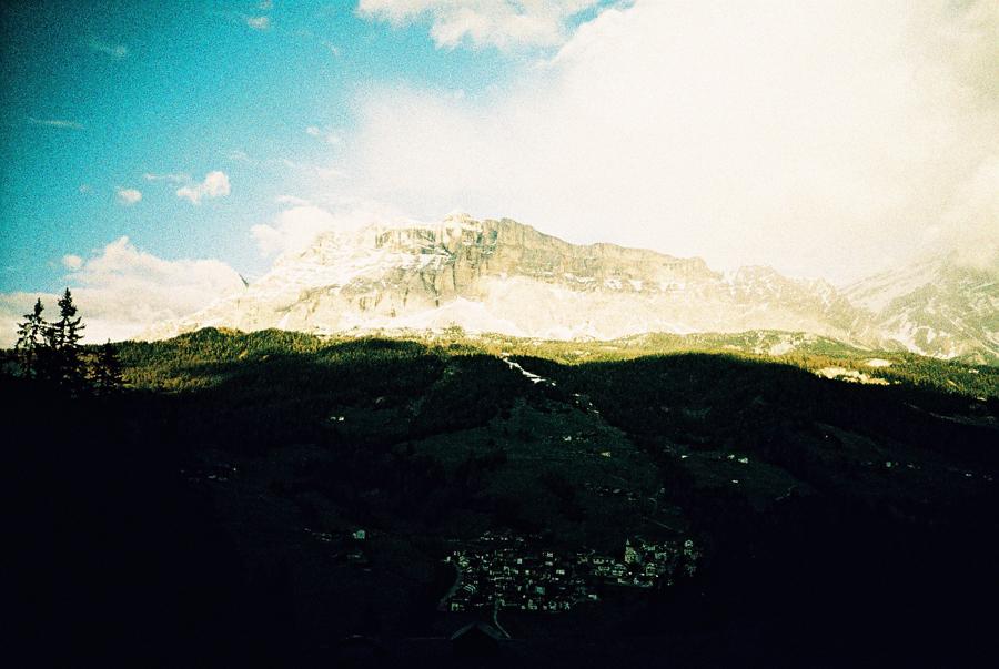Die Dolomiten kurz bevor das Licht erlischt