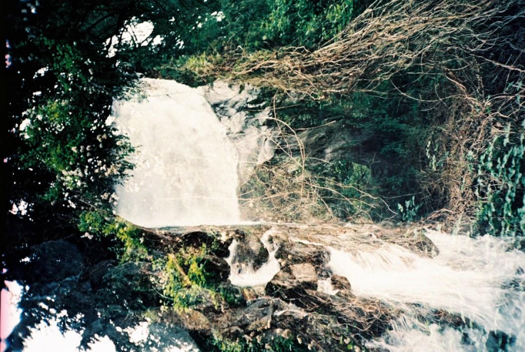 Doppelbelichtung Wasserfall/Wald