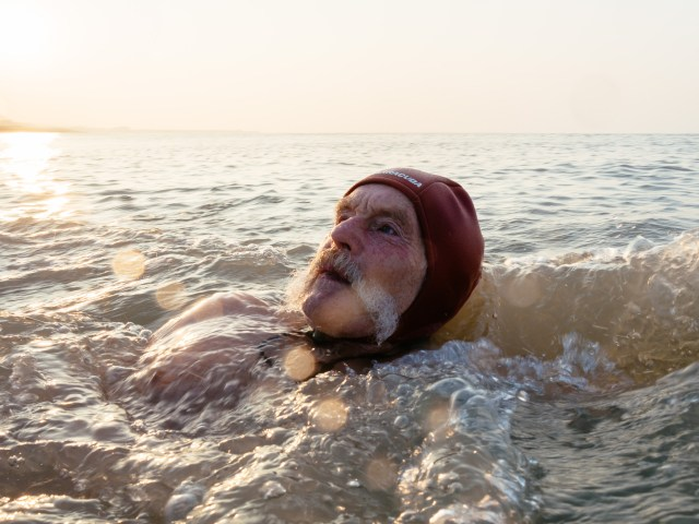 dave sawyers swimming at sunrise in Brighton