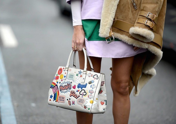 Anya-Hindmarch-Ebury-Maxi-Featherweight-Stickered-Up-Tote-679x481