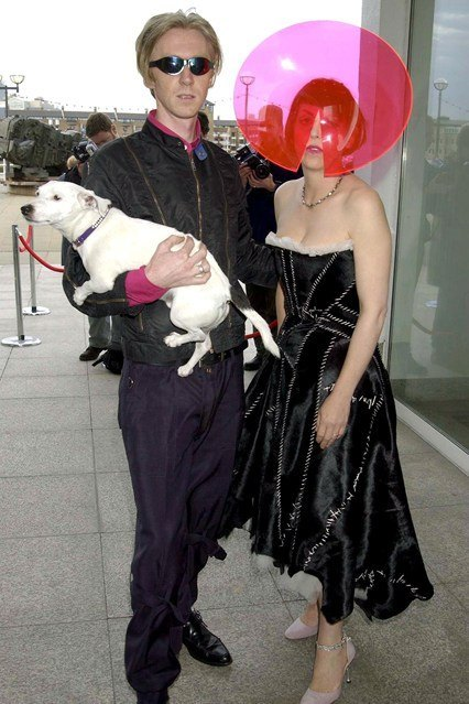 isabella-blow-philip-treacy-vogue-style-file33-10jun13-rex_426x6391-1
