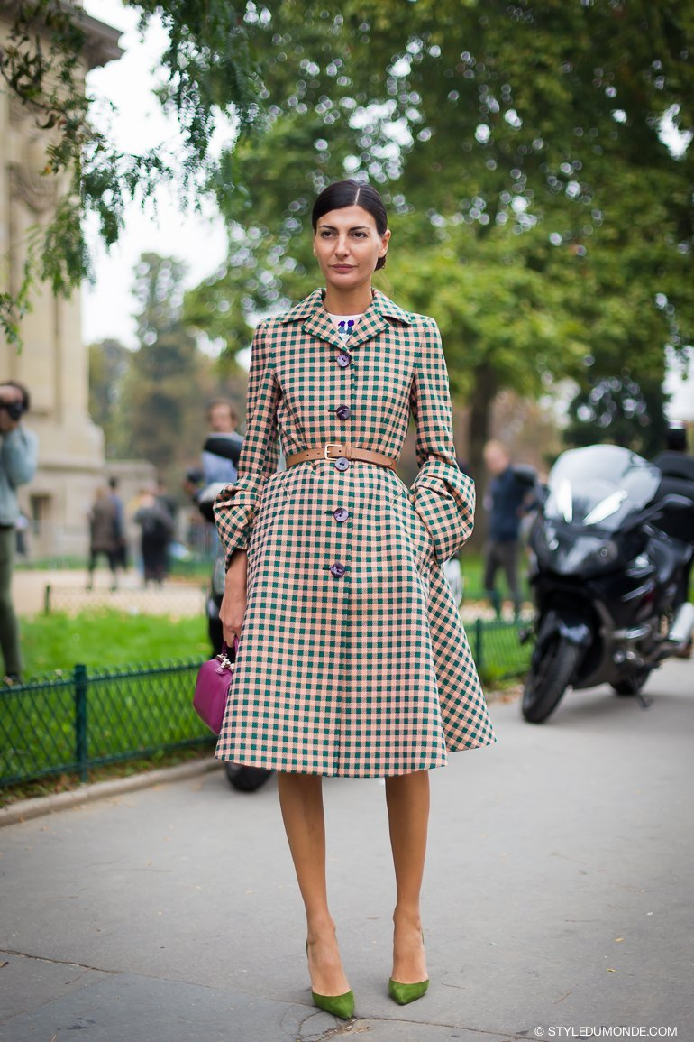 3.-checkered-dress-with-green-pumps
