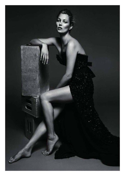 black-and-white-black-dress-feet-kate-moss-legs-favim-com-211831
