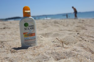 Some sunscreens and cosmetics contain nanoparticles.