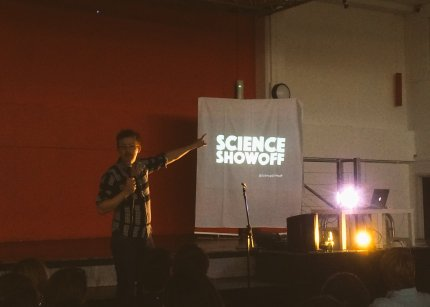 Steve Cross presents a special DTP science comedy night to end the first day of the Joint Summer conference 2016. Image by Waheed Arshad.