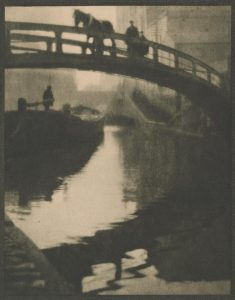 Alvin Langdon Coburn, The Bridge Over Regent's Canal at Camden Lock, 1900-1909, photogravure, 216 x 170 mm