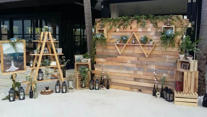 RUSTIC BACKDROP PHOTOBOOTH by Its True Wedding Planner